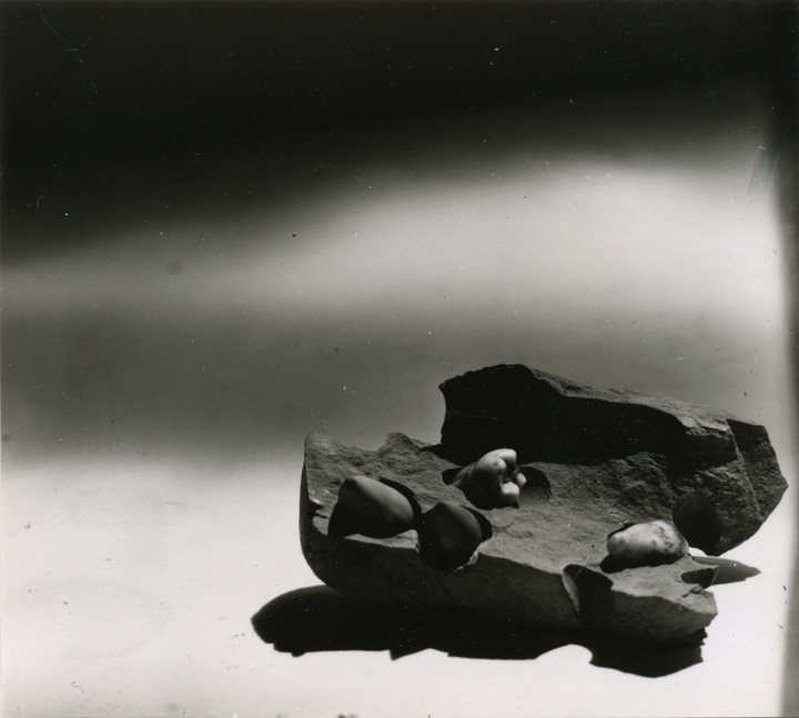 Jay DeFeo, Untitled [Estate No. P1625.3], 1972, gelatin silver print, 3 9/16 x 3 15/16 inches, courtesy: The Jay DeFeo Trust