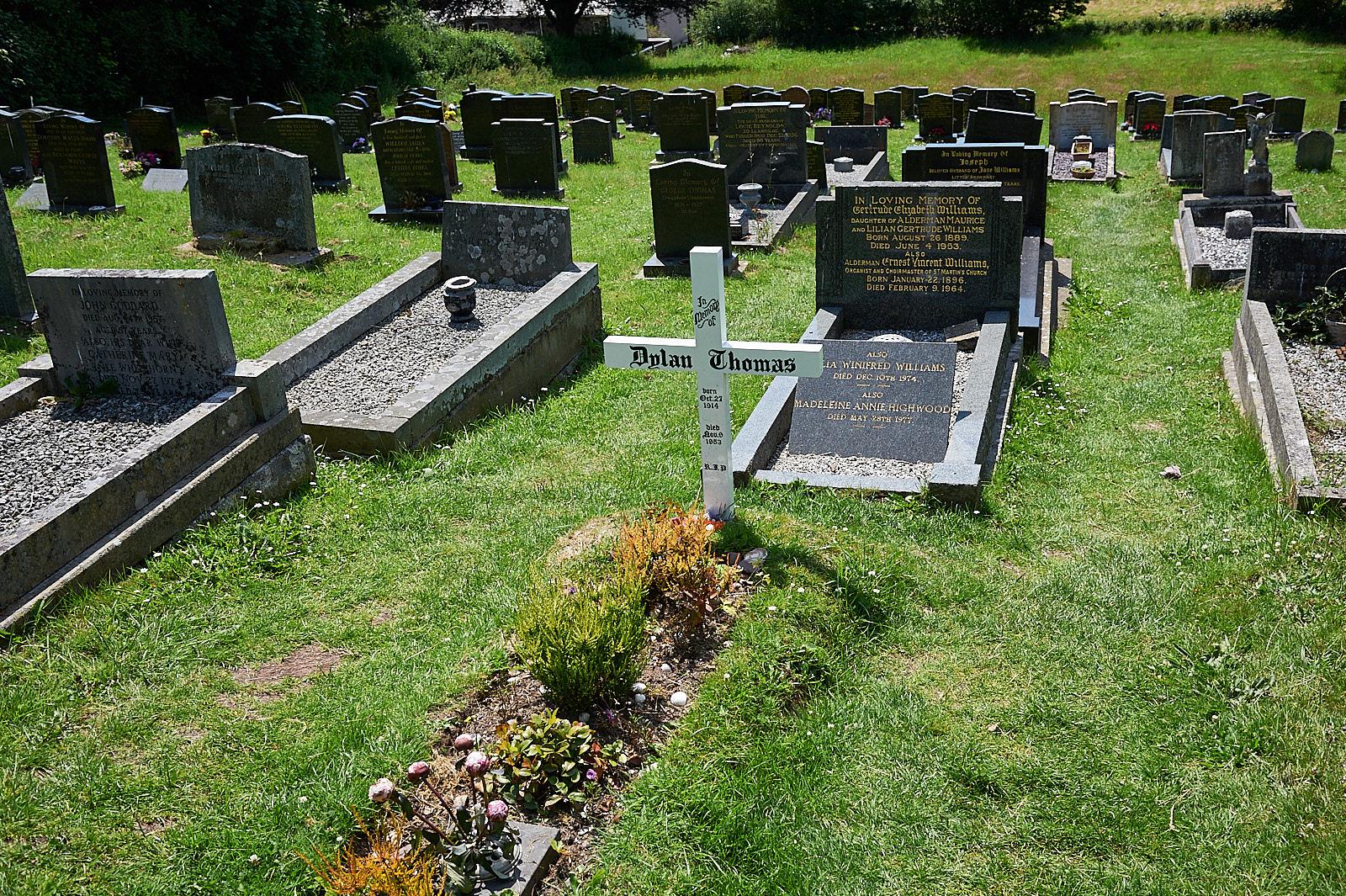 dylan thomas grave