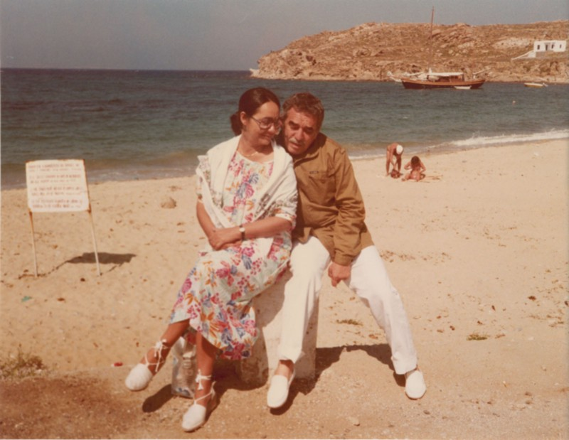 Gabriel García Márquez with his wife Mercedes on the island of Crete
