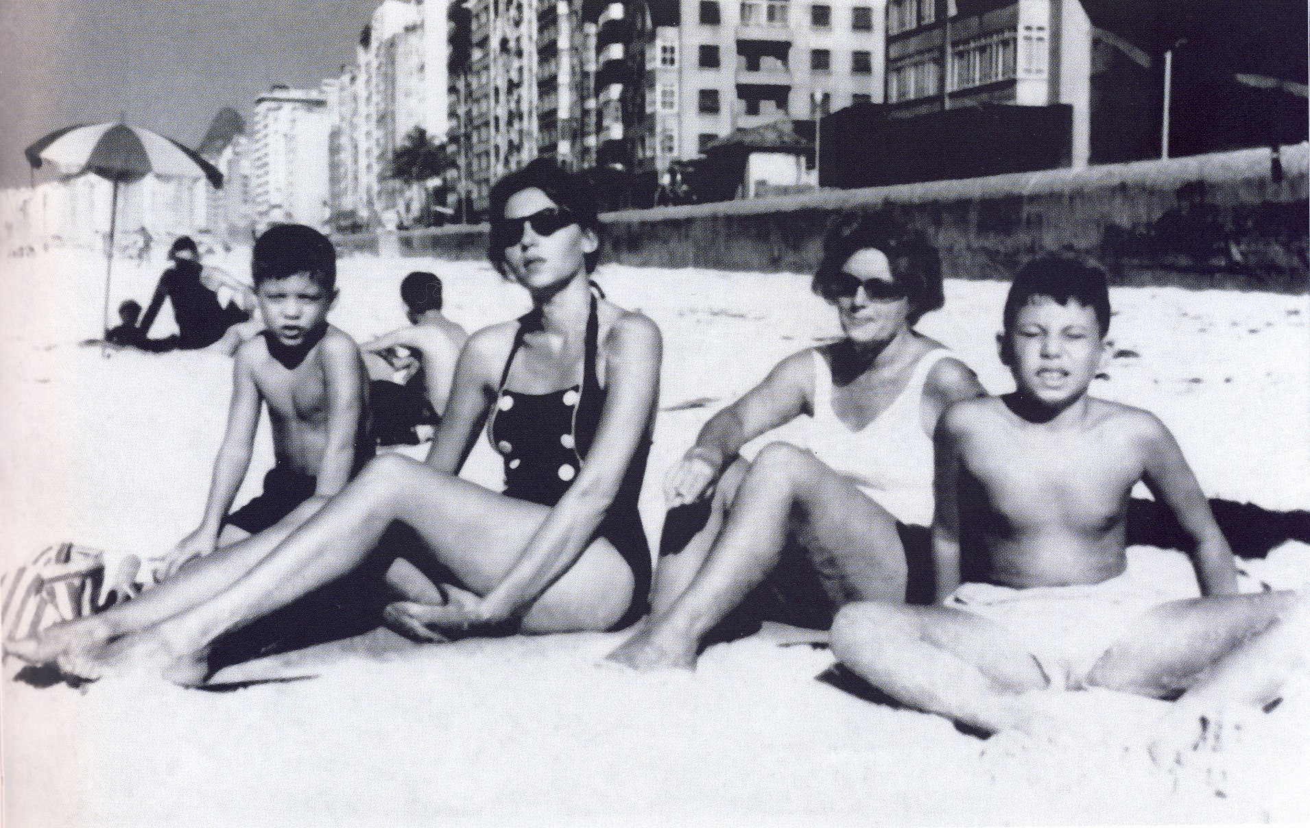 Clarice Lispector with her sons on the beach in Copacabana