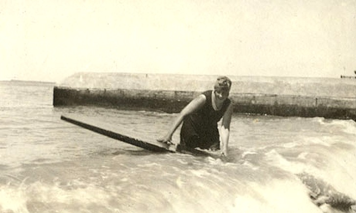 Agatha Christie surfing in 1924