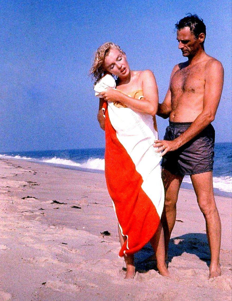 Arthur Miller and Marilyn Monroe on Amagansett Beach in East Hampton, photographed by Sam Shaw, 1957