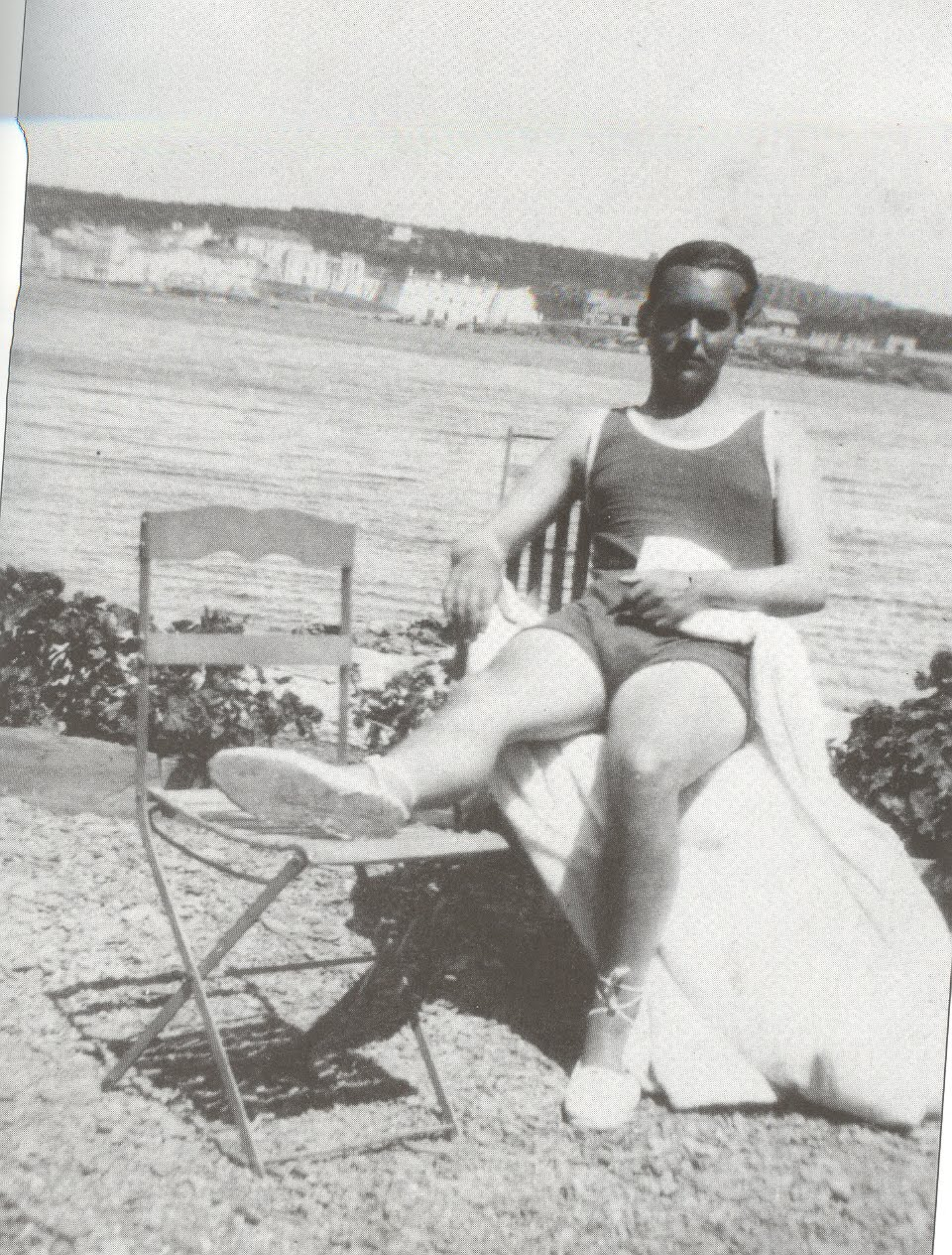 Federico García Lorca on the beach