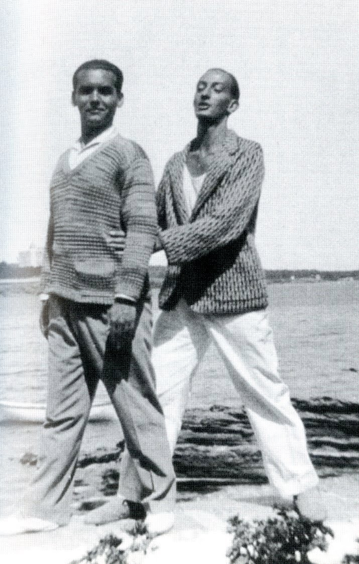 Federico García Lorca and Salvador Dalí on the beach, 1927